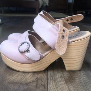 Free People - blush pink, leather clogs SIZE 6